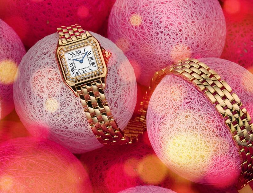 The 18k gold copy watches are decorated with diamonds.
